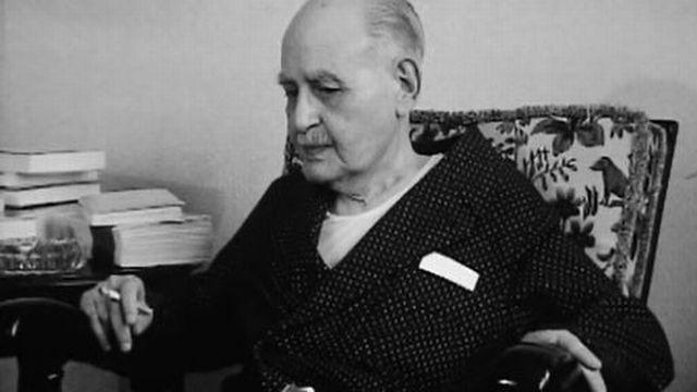 Robe de chambre et cigarette: le portrait d'Albert Cohen. [RTS]