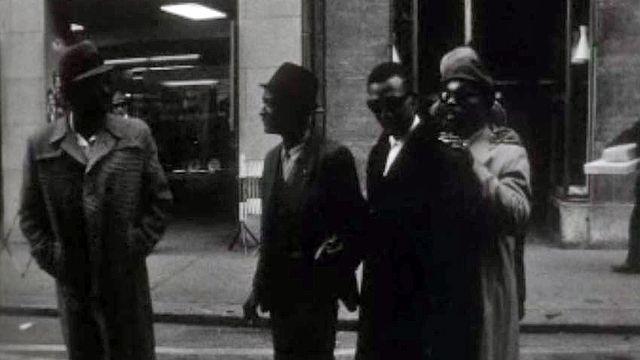 Cinq pasteurs noirs se mettent au service du gospel.
