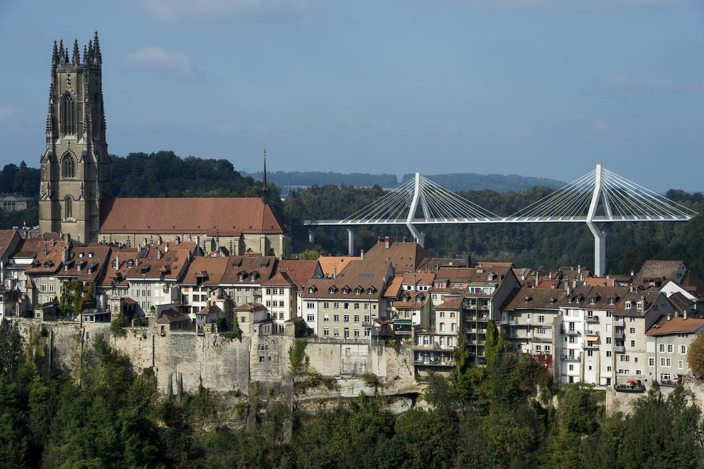 Le pont de la poya fribourg a t officiellement for Piscine fribourg