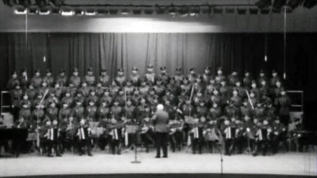 Les choeurs et les danseurs de l'armée soviétique en visite.