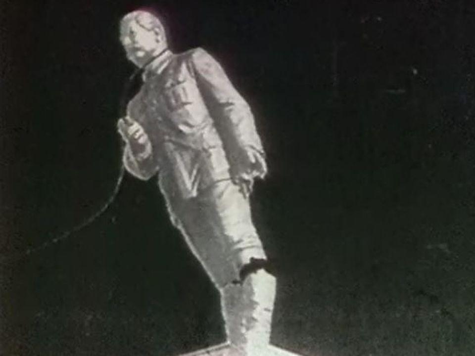 La statue de Staline renversée à Budapest en 1956. [RTS]