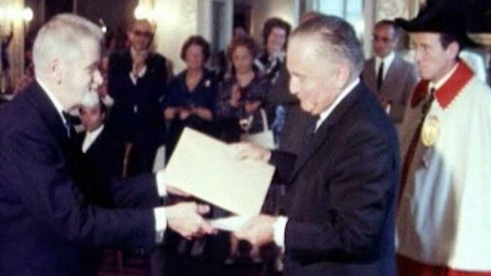 Victor Desarzens reçoit le Prix de la Ville de Lausanne. [RTS]