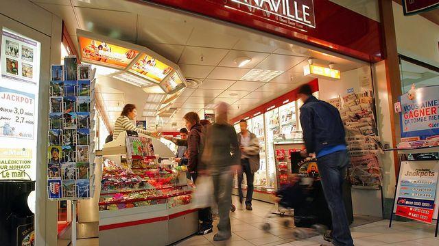 Un kiosque Naville de Sierre, en Valais. [Olivier Maire - Keystone]