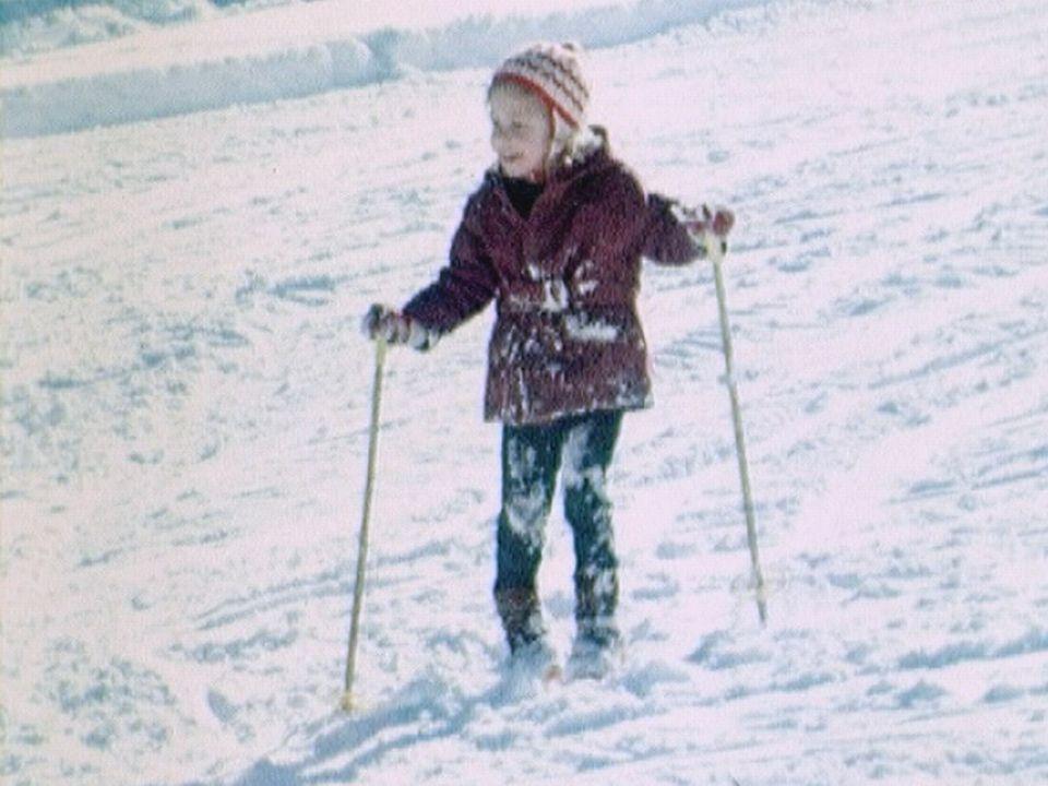 Une fillette dans la station de ski de Vuisternens en 1973. [RTS]