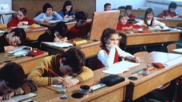 Apprendre l'allemand ou l'anglais à l'école en 1973. [RTS]