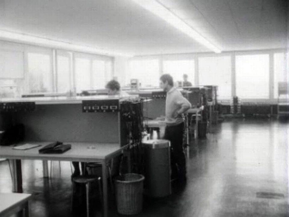 Les étudiants de l'EPFL prennent possession  de leurs nouveaux locaux.