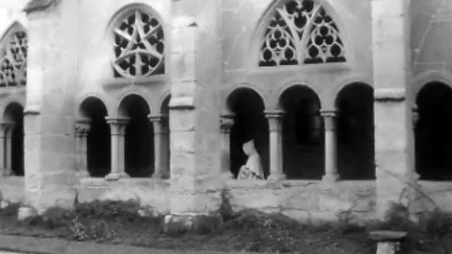 Reportage sur l'abbaye d'Hauterive aux portes de Fribourg.