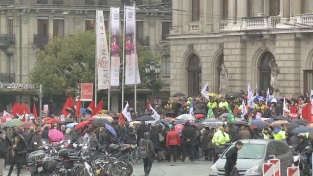Les fonctionnaires genevois dans la rue contre les coupes budgétaires [RTS]
