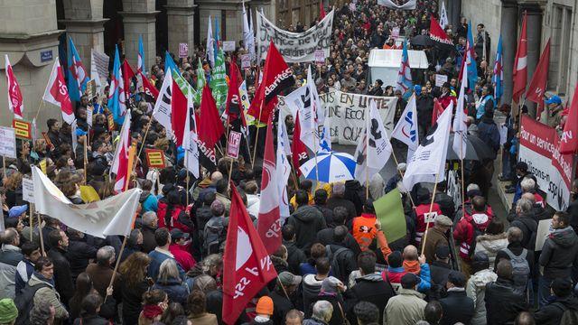 Tous les syndicats représentant la fonction publique genevoise étaient réunis lors d'une manifestation. [Anthony Anex - Keystone]