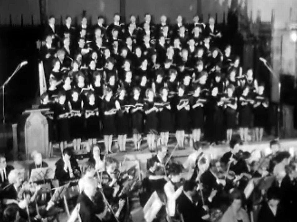 La chorale de Châtel-St-Denis chante un extrait d'oratorio.