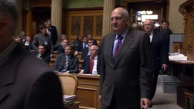 Les Chambres reconduisent le mandat de Pascal Couchepin.