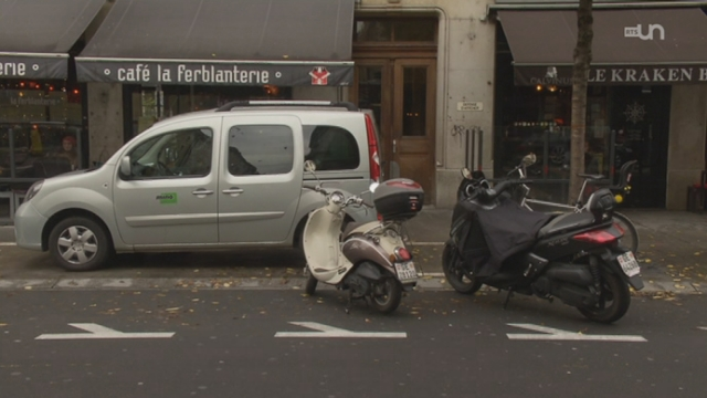 Genève va développer le stationnement des deux roues [RTS]