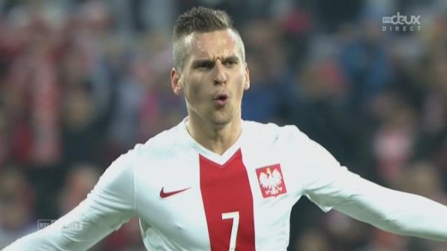 Pologne - Suisse (2-1): superbe coup franc du jeune Milik qui prend la direction de la lucarne [RTS]