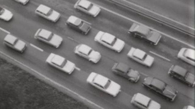 Trafic sur autouroute en 1972. [RTS]