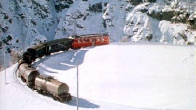 Le Bernina Express traverse le col ferrovière le plus haut d'Europe.