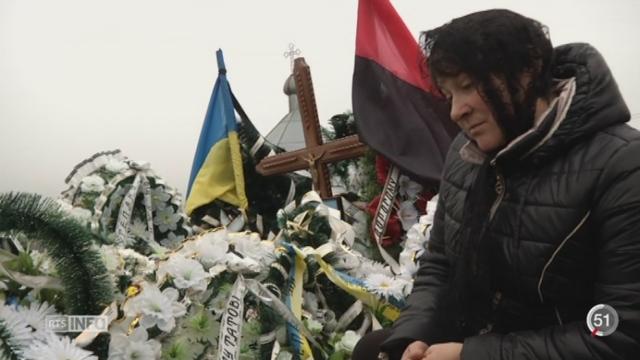 Ukraine: le pays est coupé en deux entre l'Ouest, tourné vers l'Europe, et l'Est, en guerre [RTS]