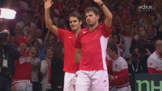 """Finale, Federer-Wawrinka - Benneteau-Gasquet 6-3, 7-5, 6-4): victoire facile de la paire """"Fedrinka"""" qui apporte un 2ème point à la Suisse [RTS]"""