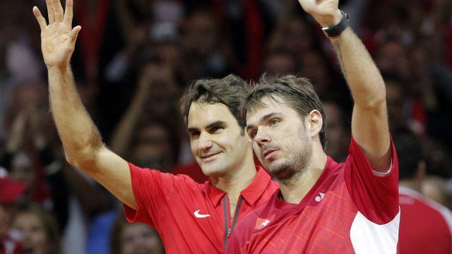 Roger et Stan remercient le bruyant public helvétique. [Christophe Ena - Keystone]