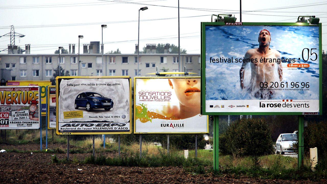 Certains, en France, parlent de pollution visuelle. [Philippe Huguen - AFP]