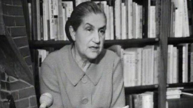 Jeanne Hersch, philosophe passionnée par l'enseignement. [RTS]