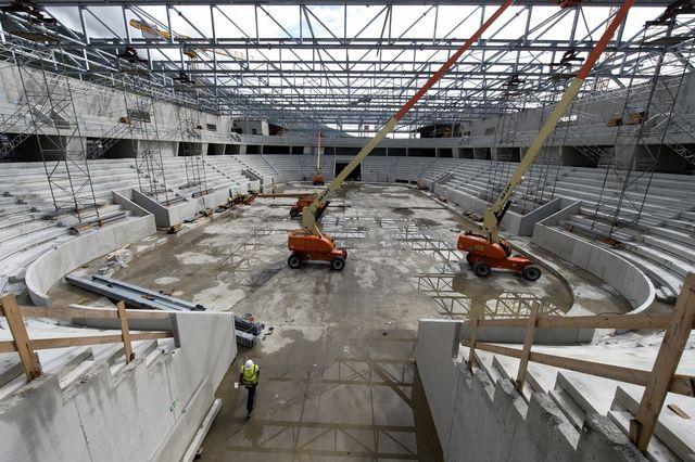 Le stade de Bienne, lors d'une étape de sa construction au mois de juillet 2014. [Lukas Lehmann - Keystone]