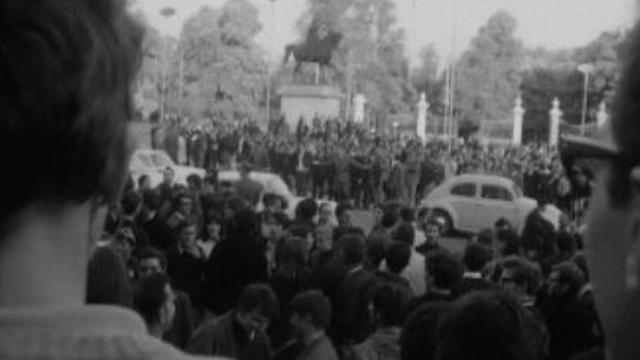 Mai 68 à Genève, rassemblement sur la place Neuve. [RTS]