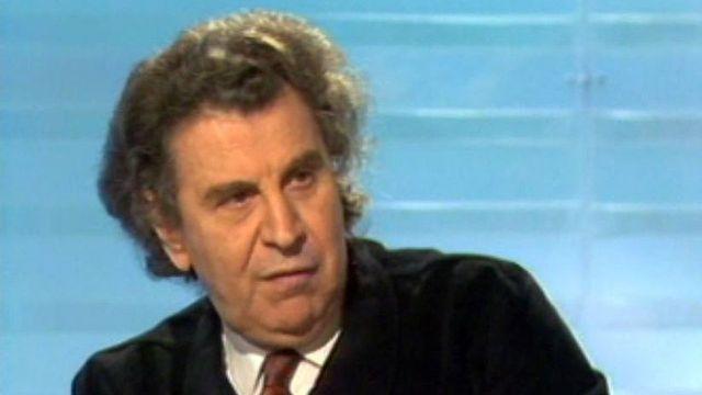 En 1988, Mikis Theodorakis est de passage pour une série de concerts. [RTS]
