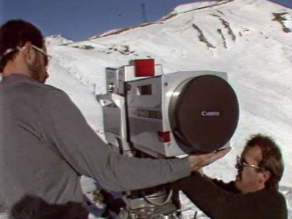 Les techniciens de la TSR préparent les Mondiaux de ski de Crans Montana, 1987. [RTS - RTS]