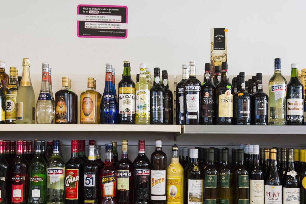 le conseil des etats veut interdire la vente nocturne d 39 alcool suisse. Black Bedroom Furniture Sets. Home Design Ideas