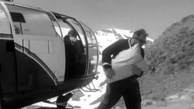 Le ravitaillement d'une cabane de montagne par hélicoptère.
