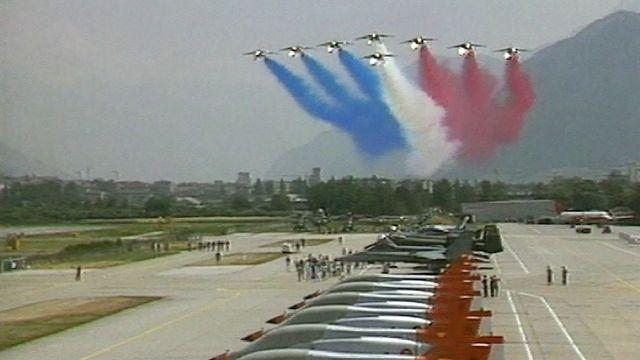 Reflets filmés de l'Air Show 89 de Sion. [RTS]