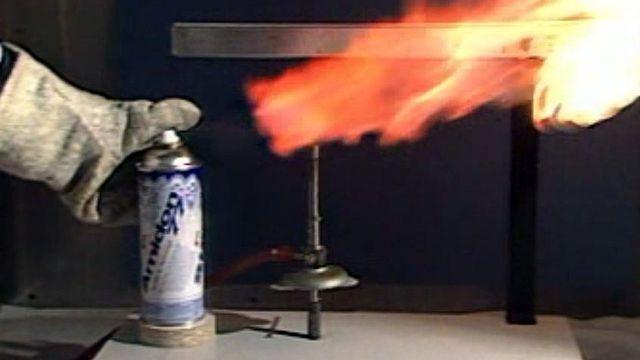 La Suisse interdit l'emploi du CFC dans les bombes aérosols. [RTS]