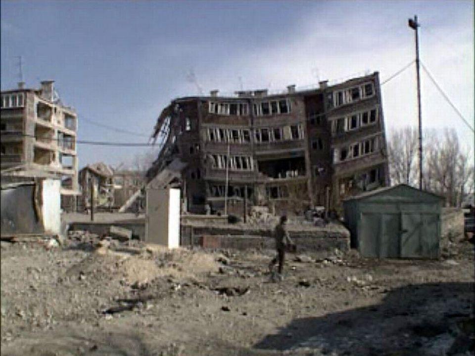 Un tremblement de terre en Arménie fait plus de 30 000 morts. [RTS]