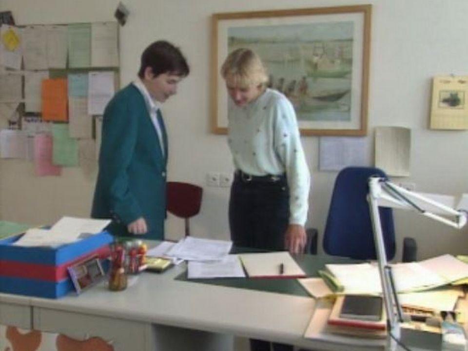 Femmes cadres au travail dans un bureau. [RTS]