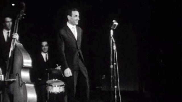Charles Aznavour aime chanter: quand tu m' embrasses.
