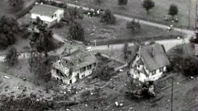 Une Caravelle de Swissair s'écrase près de Zurich.