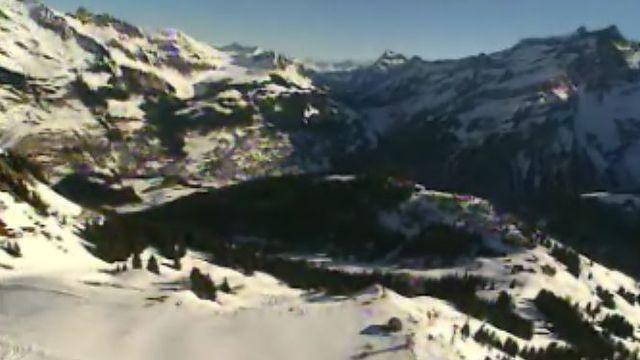 Vue aérienne des montagnes et du glacier des Diablerets. [RTS]