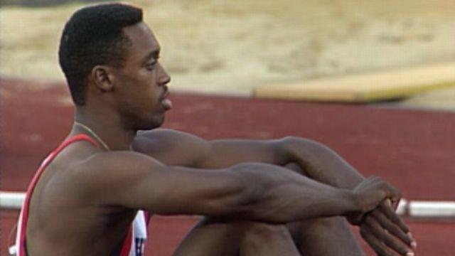 Le record mondial du 400 mètres est pulvérisé à 43''29. [RTS]