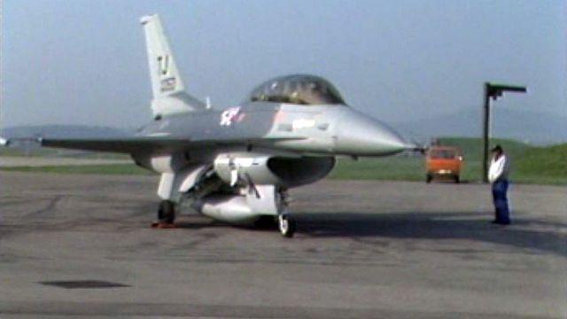 Les futurs avions sont trop grands pour les abris militaires. [RTS]