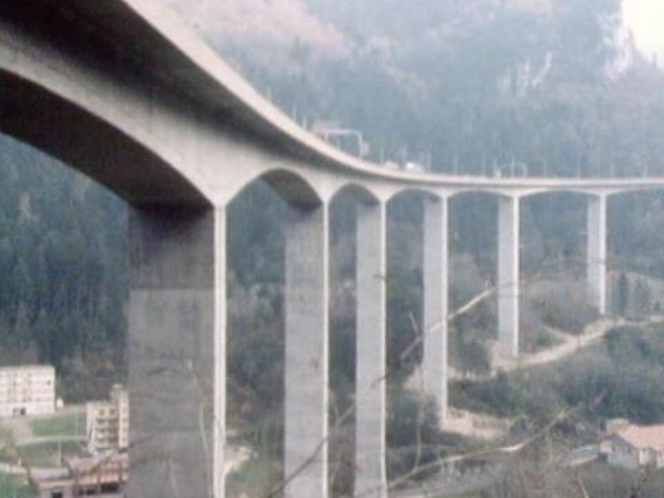 Les ponts, défis techniques inscrits dans le paysage. [RTS]