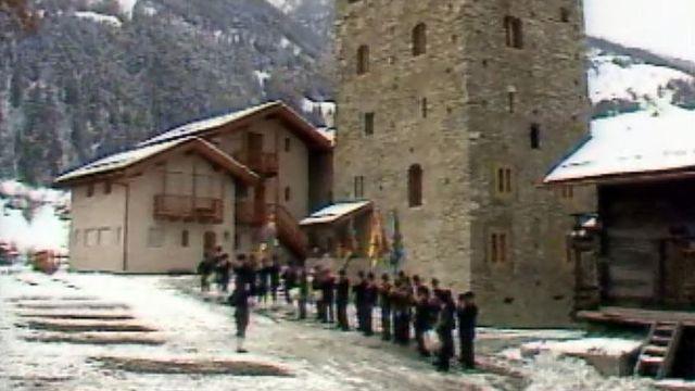 Plusieurs villages ont leur propre groupe de fifres et tambours. [RTS]