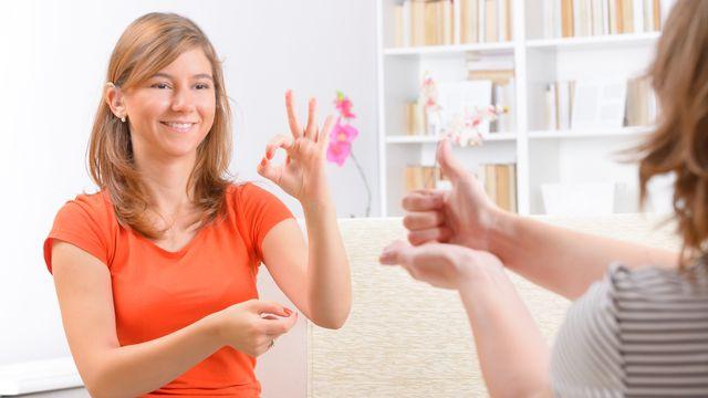 La langue des signes n'est pas universelle, contrairement à l'idée reçue. [Monika Wisniewska  - Fotolia]