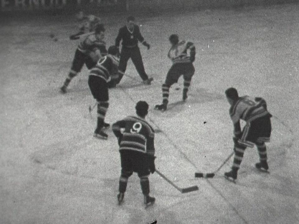 Match de hockey entre Genève Servette et UGS en 1954. [RTS]