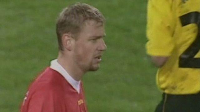 Stéphane Henchoz avec Liverpool en 2002 [RTS]