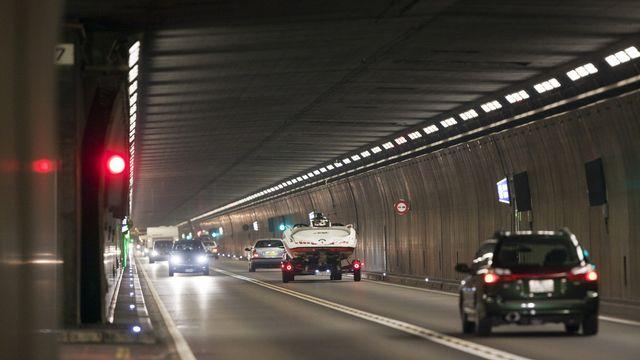 La construction d'un 2e tube au Gothard suscite de sérieuses craintes en Suisse romande. [Martin Rütschi - Keystone]