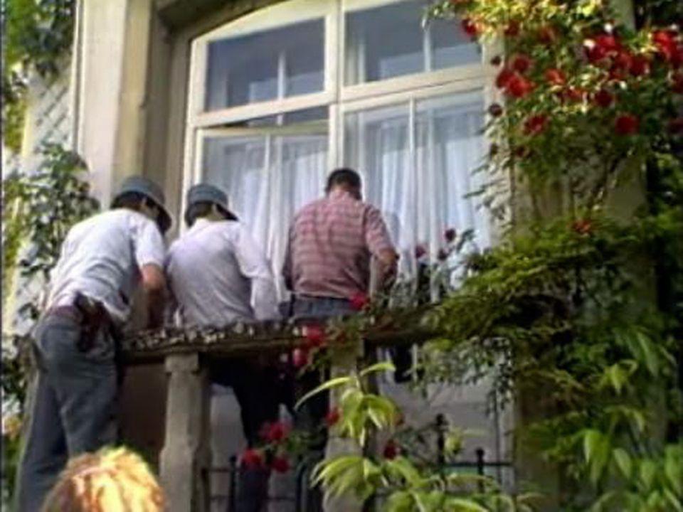 La police procède à l'arrestation de Franz Weber. [RTS]