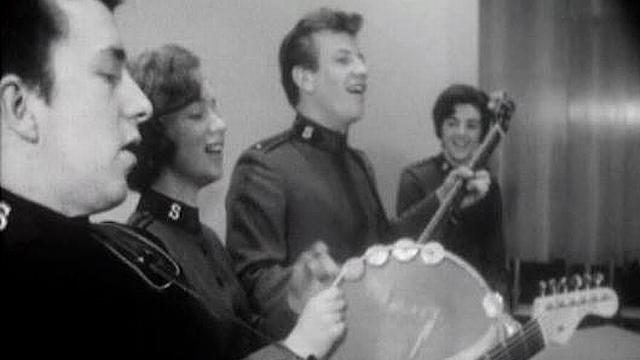 Des musiciens de l'Armée du Salut à Londres en 1966. [RTS]
