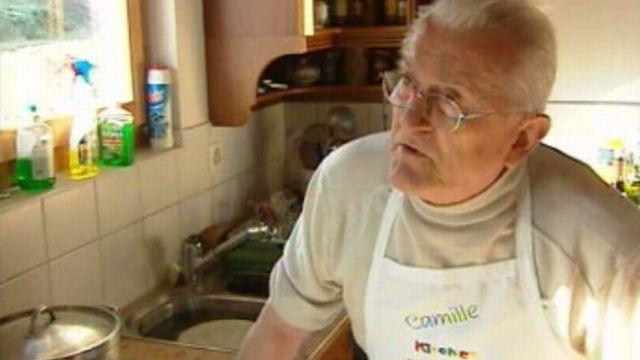 Camille cuisine pour les Jardins du coeur. [RTS]