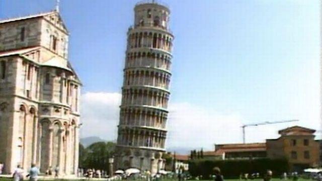 Et si un touriste pouvait vraiment redresser la tour de Pise? [RTS]