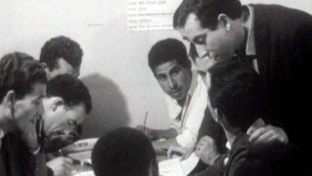 Des cours d'écriture pour les réfugiés venus d'Algérie.